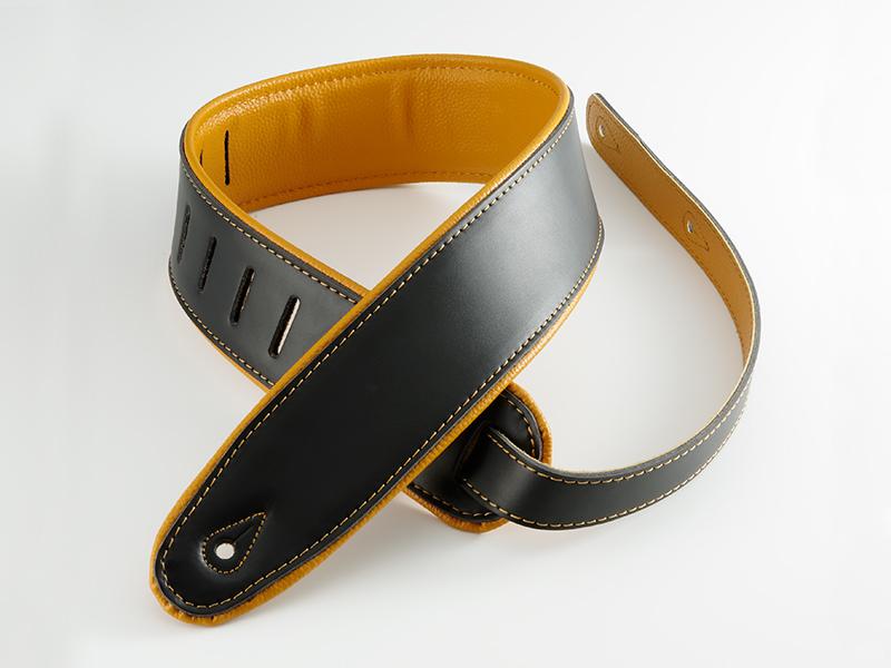 写真:Super Deluxe Rolled Edge Leather, Neoprene® Insert.